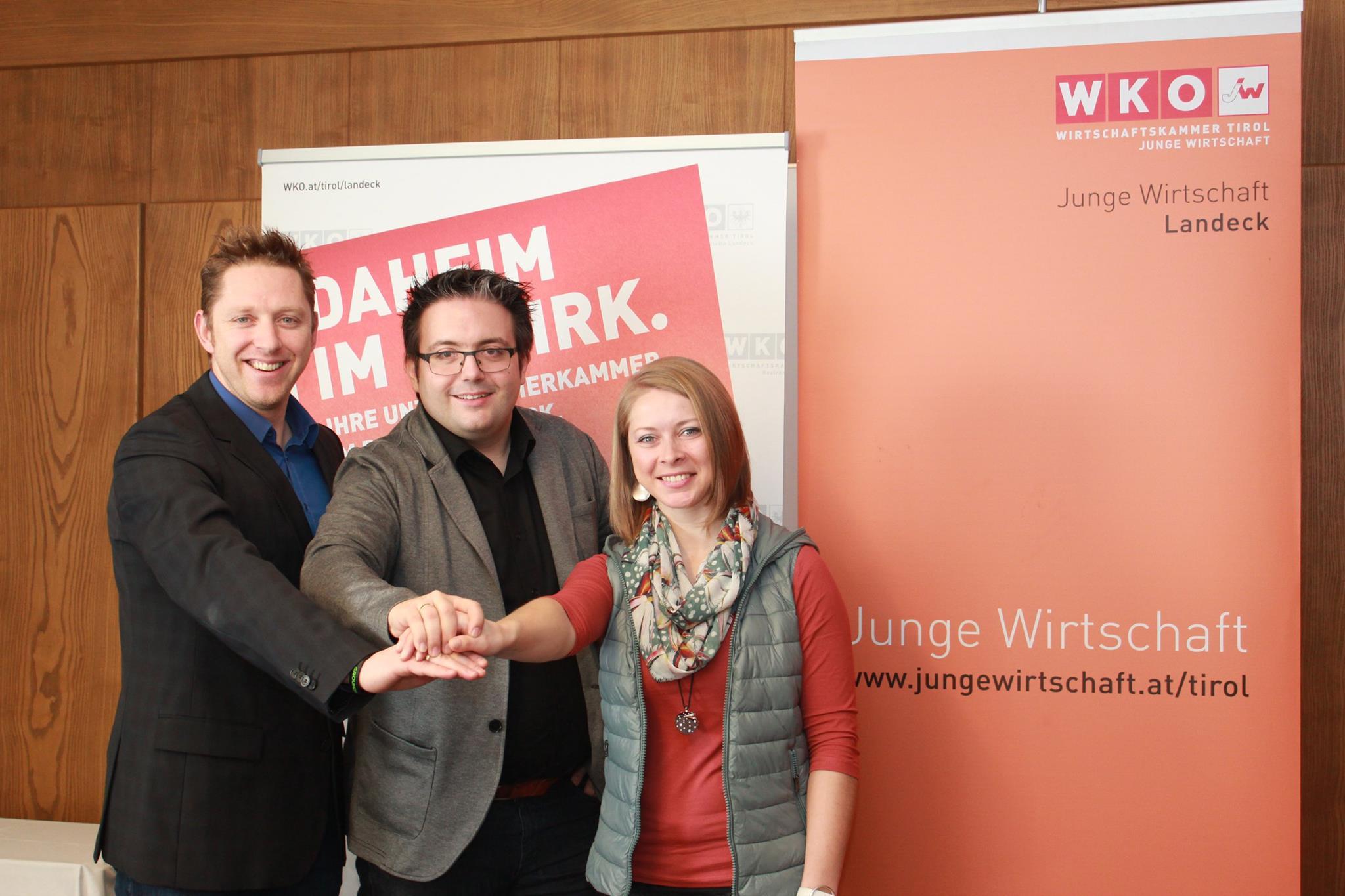 JW-Übergabe neuer Obmann Christoph Mallaun mit Stellvertreterin Maria Danilova